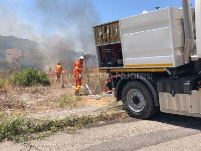 L'incendio odierno in zona Carta Loi a Nuoro