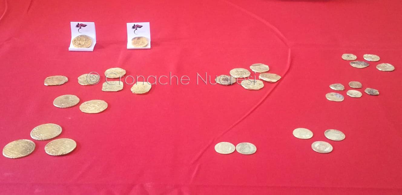 Una parte delle monete recuperate nelle acque di Orosei