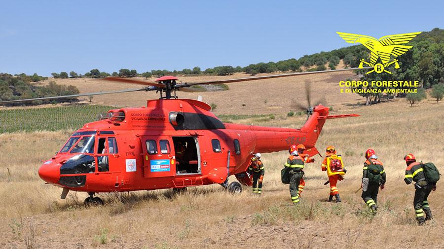 Incendio nelle campagne di Pula, interviene l'elicottero