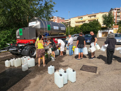 Nuoro, scorte idriche in piazza Veneto (foto S.Novellu)