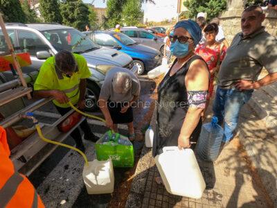Nuoro, scorte idriche in via Ballero (foto S.Novellu)