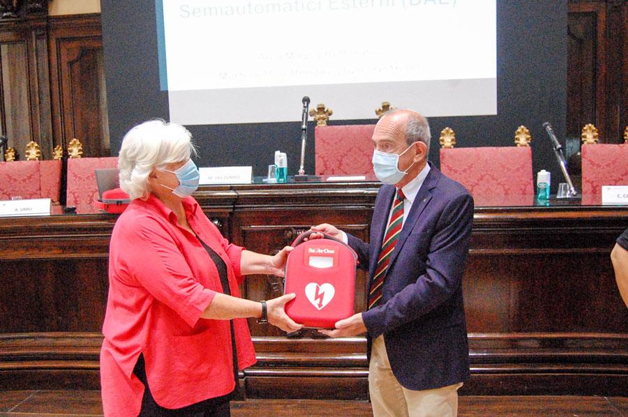 Il Rotary Club dona otto defibrillatori all'Università di Cagliari