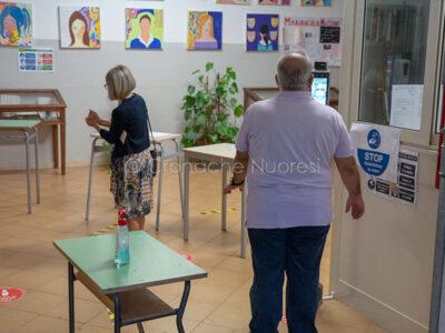 Covid, termoscanner e sanificazione prima del voto (foto S.Novellu)