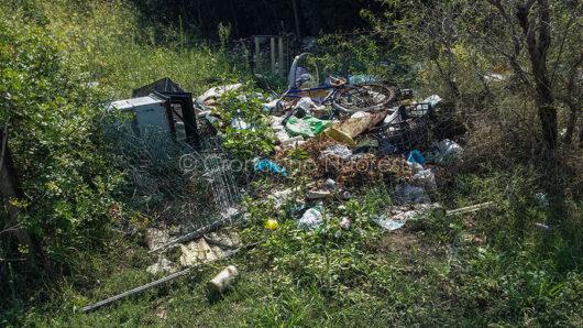 Orosei. La discarica sulla strada per Osalla (foto S.Novellu)