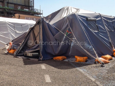 Tende per il pre triage Covid al San Francesco (foto S.Novellu)