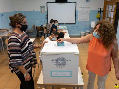 Un momento delle elezioni per il referendum (foto S.Novellu)