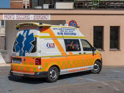 Un'ambulanza del 118 al San Francesco (foto S.Novellu)