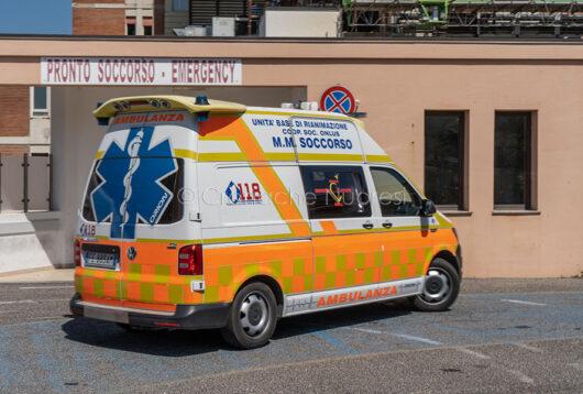 Un'ambulanza del 118 MMSoccorso al Sn Francesco (foto S.Novellu)