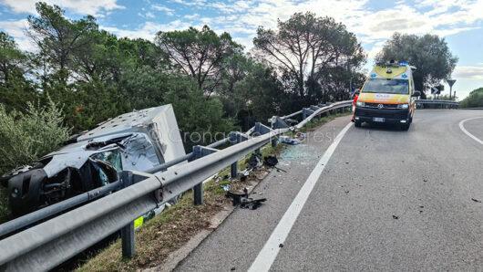 Il camion frigo dopo l'incidente
