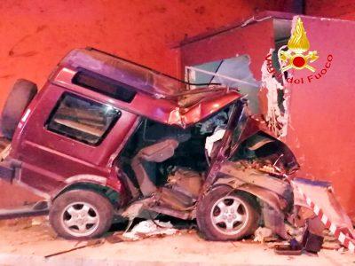 La Land Rover dopo lo schianto
