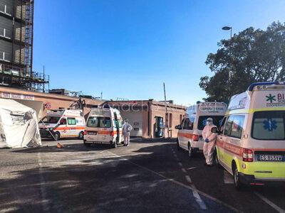 Ambulanze in coda al Pronto soccorso di Nuoro