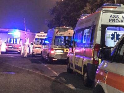 Ambulanze in attesa davanti al Pronto Soccorso di Nuoro (foto S.Novellu)