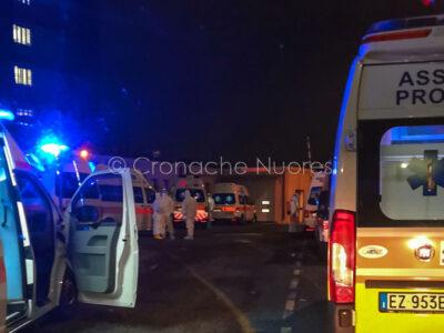 Ambulanze in coda al San Francesco di Nuoro (foto Cronache Nuoresi)