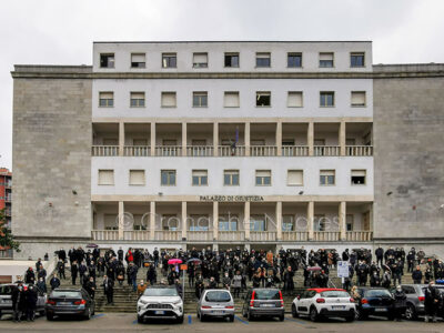 Avvocati davanti al tribunale per l'addio a Salvatore Murru