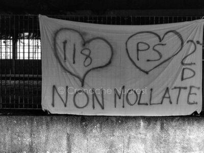 La solidarietà agli operatori 118 dall'ITC Satta (foto S.Novellu)