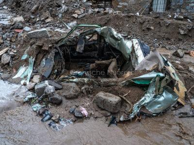 Bitti, ciò che resta di una Lancia Y travolta dall'alluvione (foto S.Novellu).