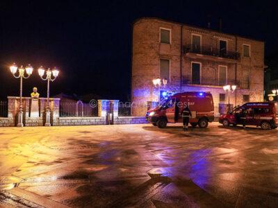Bitti, piazza Asproni appena ripulita dal fango (foto S.Novellu)