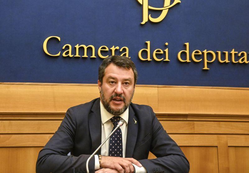 """Governo, Salvini: """"Chi cambia idea non responsabile ma complice"""""""