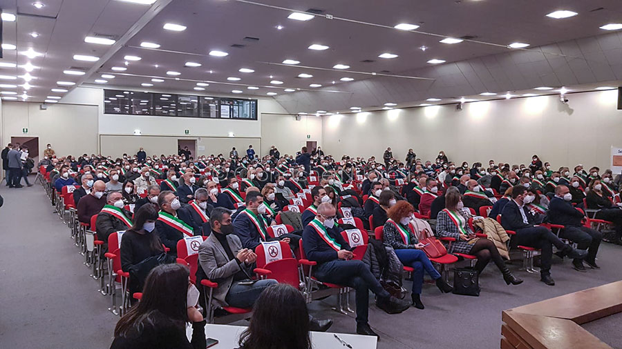 L'assemblea dei Sindaci riunita a Cagliari contro il Nucleare (foto Cronache Nuoresi)