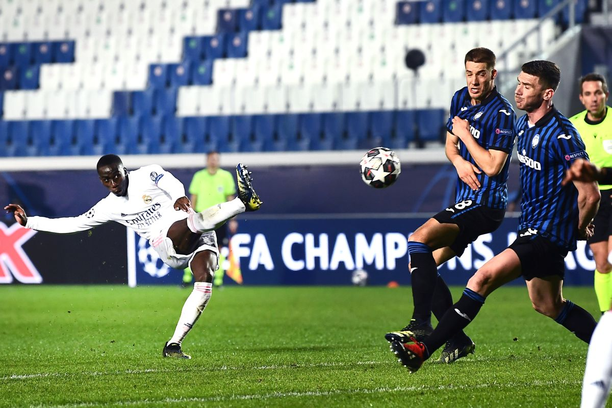 Atalanta in 10 cede solo nel finale, Real vince 1-0