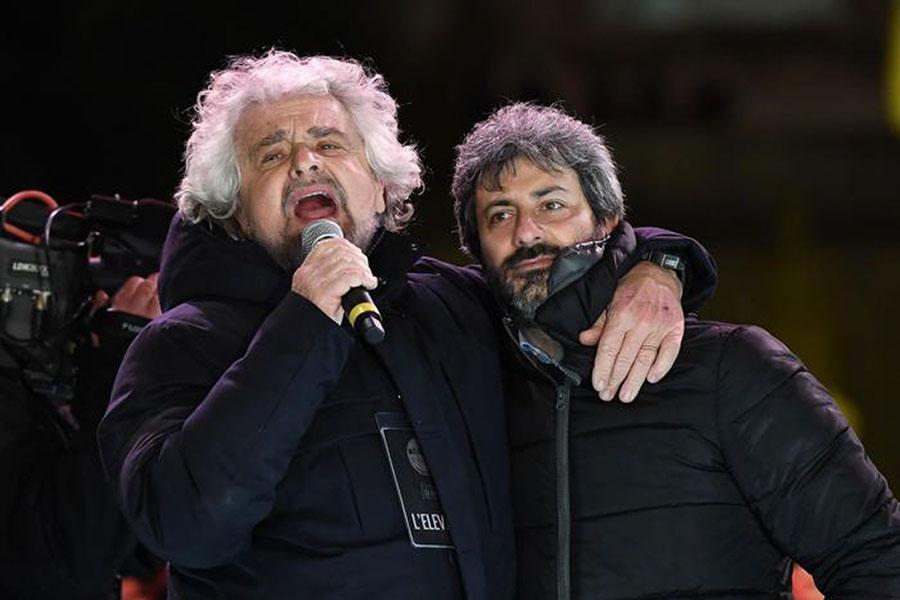 Beppe Grillo e Roberto Fico