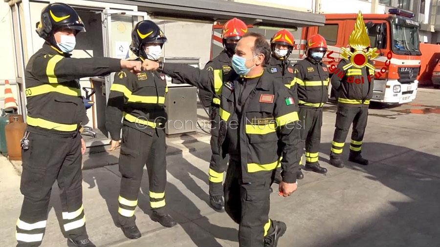 Il commovente saluto dei Vigili del fuoco di Sassari al collega andato in pensione – VIDEO