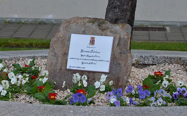 La targa commemorativa del commissario Giovanni Palatucci.jpg