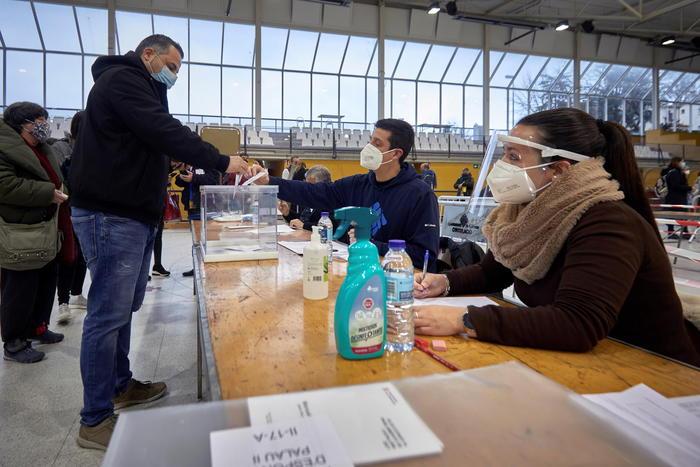 Catalogna. Il giorno dopo le elezioni indipendentisti al lavoro per nuovo governo