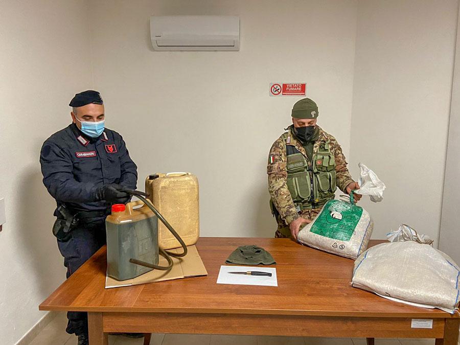 Sorpreso mentre ruba mangime e gasolio: arrestato un allevatore