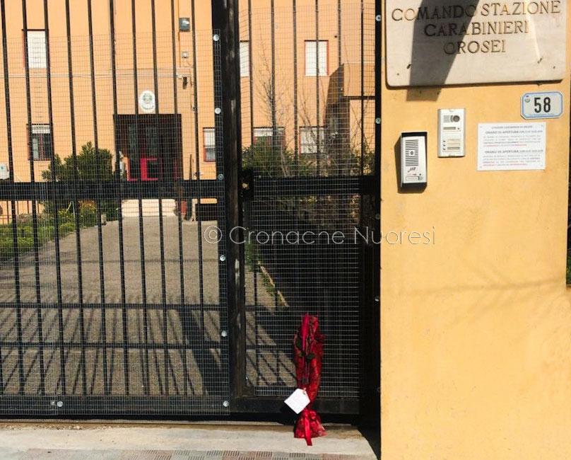 Orosei. Una rosa e un biglietto per l'ambasciatore e il Carabiniere morti in Congo