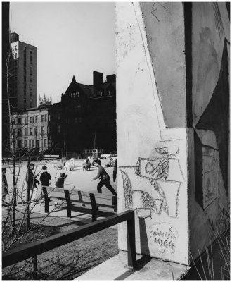 Il cavallini di Nivola alle Wise Towers di New York