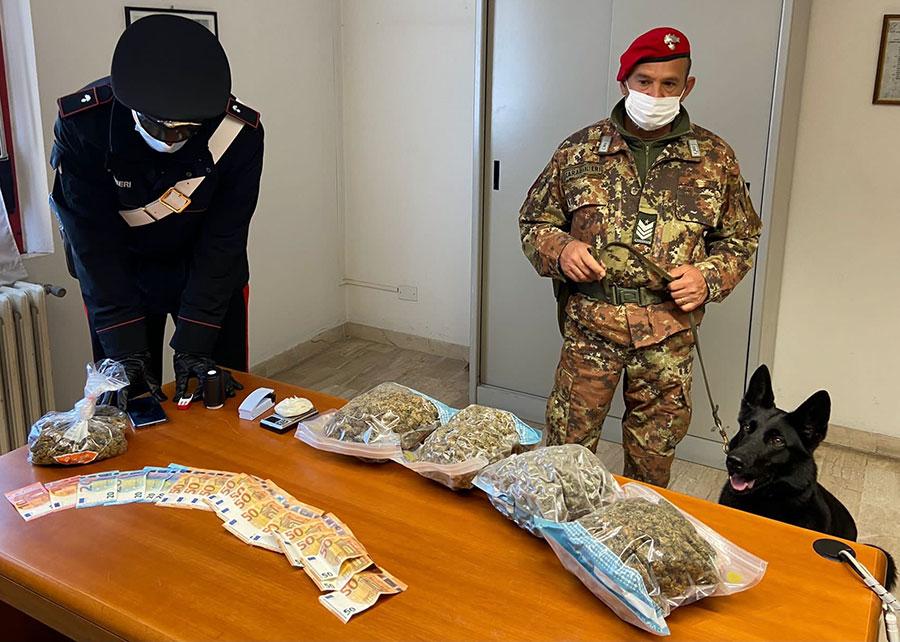 50enne beccato con due kg di marijuana ristretto ai domiciliari