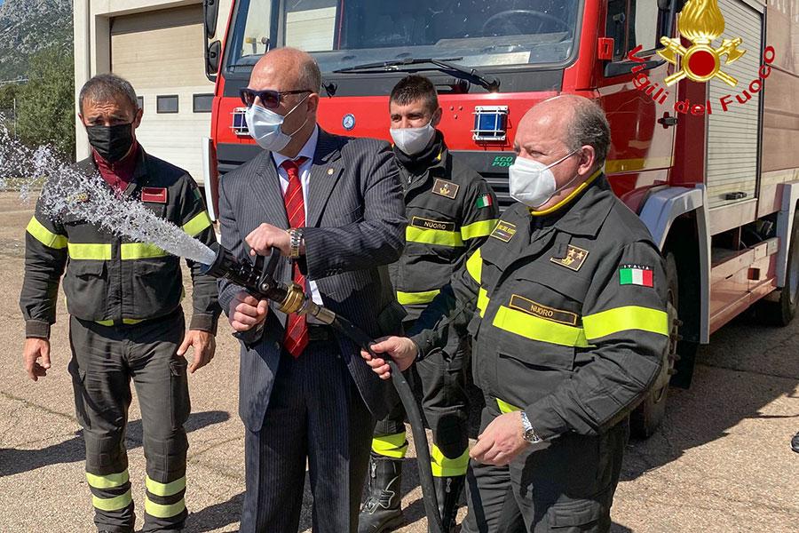 Nuovo automezzo in dotazione ai Vigili del fuoco di Siniscola in riconoscimento per loro lavoro
