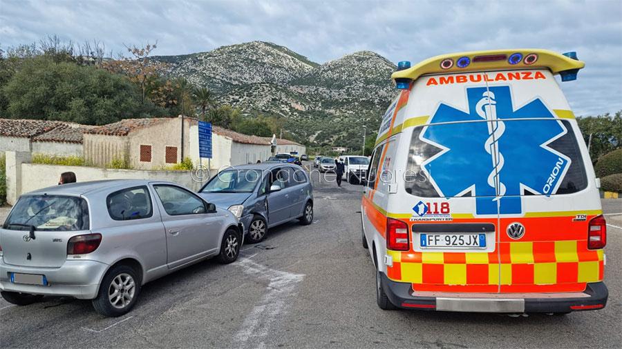 Incidente tra tre auto alle porte di Orosei: ferite due donne