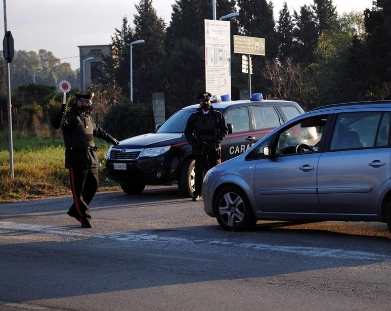 Si appropria di un'auto parcheggiata nell'officina del figlio: carrozziere nei guai