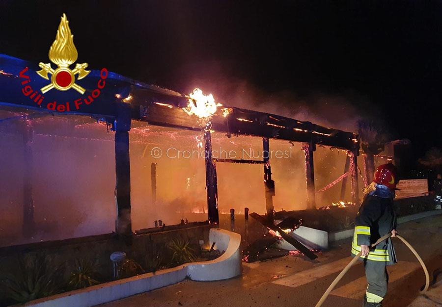 Olbia. Distrutto da un incendio un noto bar ristorante a Pittulongu – VIDEO