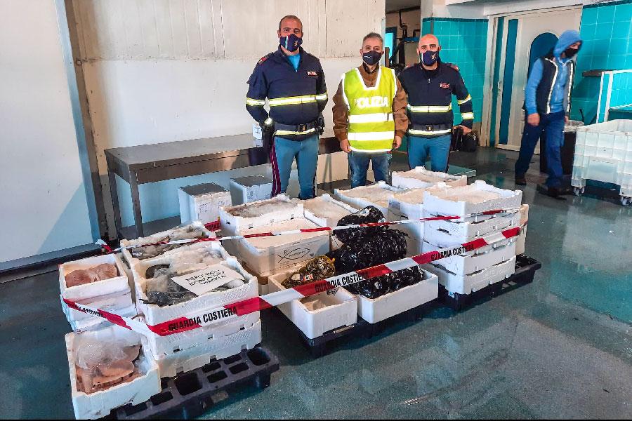 Oltre 300 kg di pesce sequestrati sulla 131 DCN su un furgone non refrigerato e senza documenti