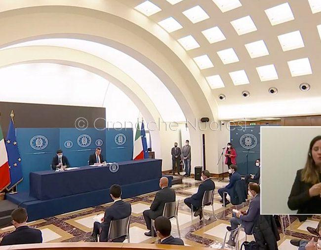 La conferenza stampa di Draghi e Speranza