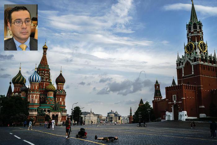 Spionaggio low cost: 5000mila euro per passare documenti alla Russia: colto in flagrante e arrestato ufficiale italiano