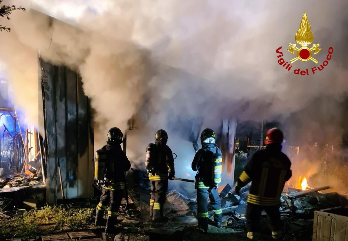 Tragedia a San Sperate: prende fuoco una roulotte e muore carbonizzato un operatore scolastico