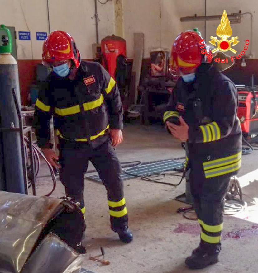 Esplosione nella zona industriale di Tertenia: ferito gravemente un operaio