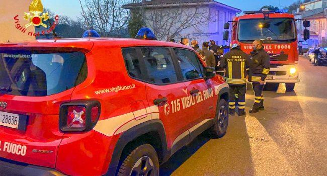 I Vigili del fuoco per l'incendio a Ollolai