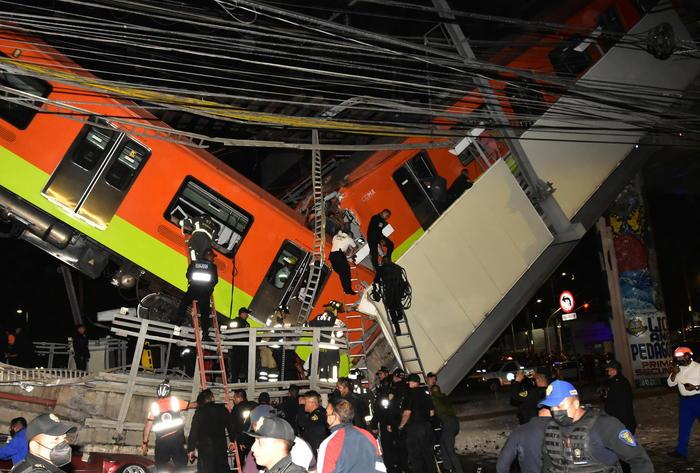 Tragedia a Città del Messico. Crolla il ponte della metro: almeno 24 morti tra cui vari bambini