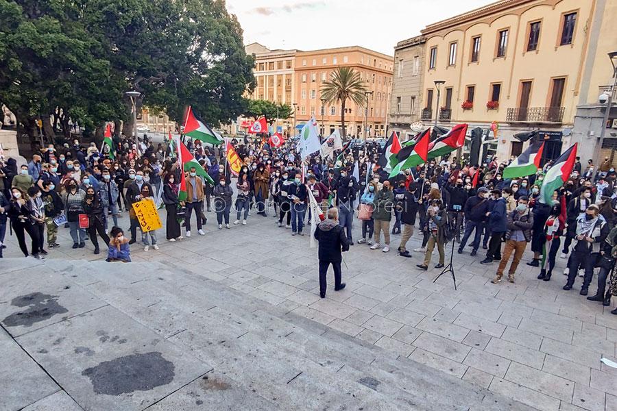Cagliari. Oltre 500 persone in piazza da tutta l'Isola in solidarietà col popolo palestinese