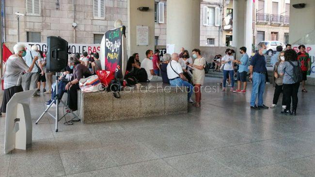 Cagliari, manifestazione contro le esercitazioni militari in Sardegna