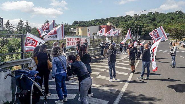 La manifestazione di Liberu davanti al Pronto soccorso del San Francesco (foto S.Meloni)
