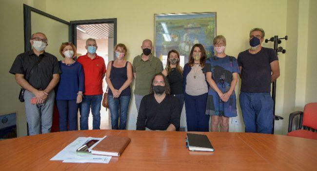 La troupe e gli amministratori del Comune di Orosei