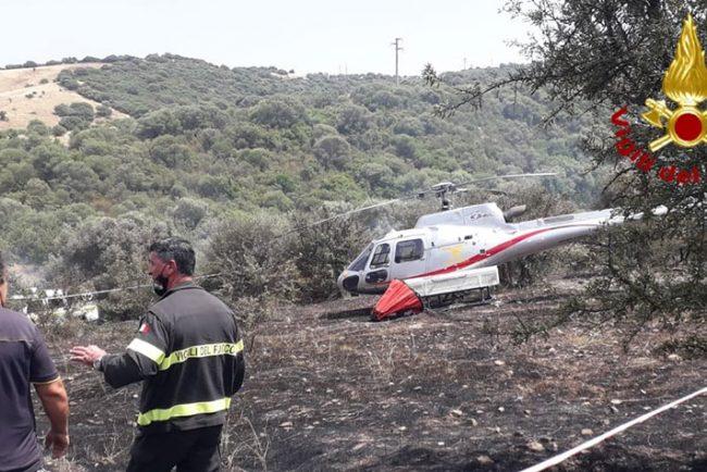 L'elicottero dopo l'incidente a Ozieri