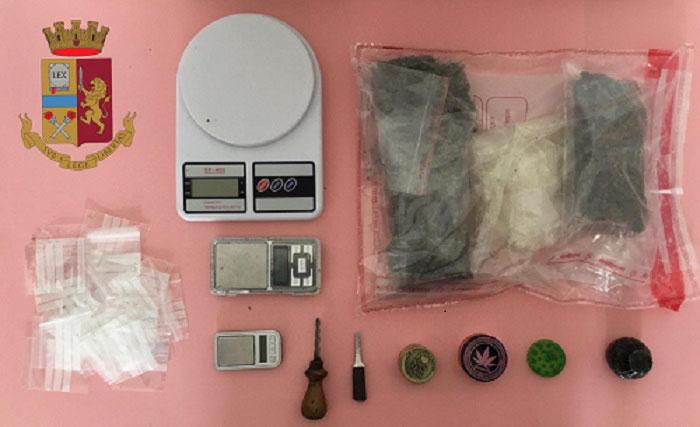 Marijuana e (cocaina nascosta negli indumenti intimi): scattano due arresti