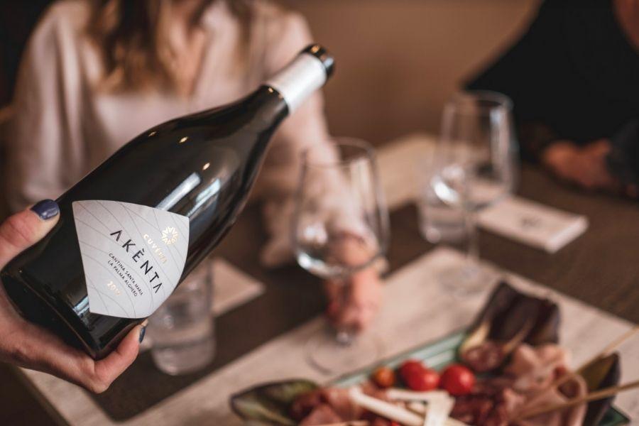 Come è il vino dell'estate 2021? Spumeggiante con Akènta e Akènta Rosé